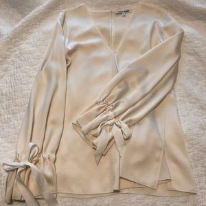 Elizabeth and James creme tunic w ties at sleeve